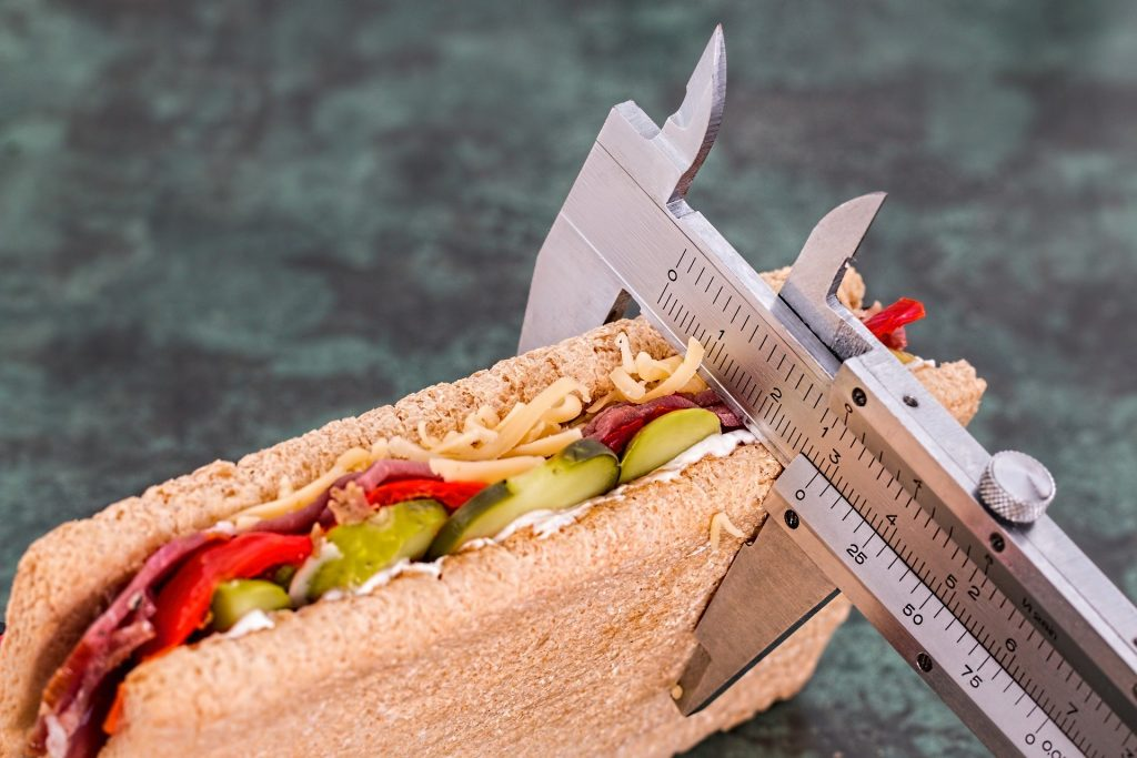 measuring size of sandwich: new years' diet fads
